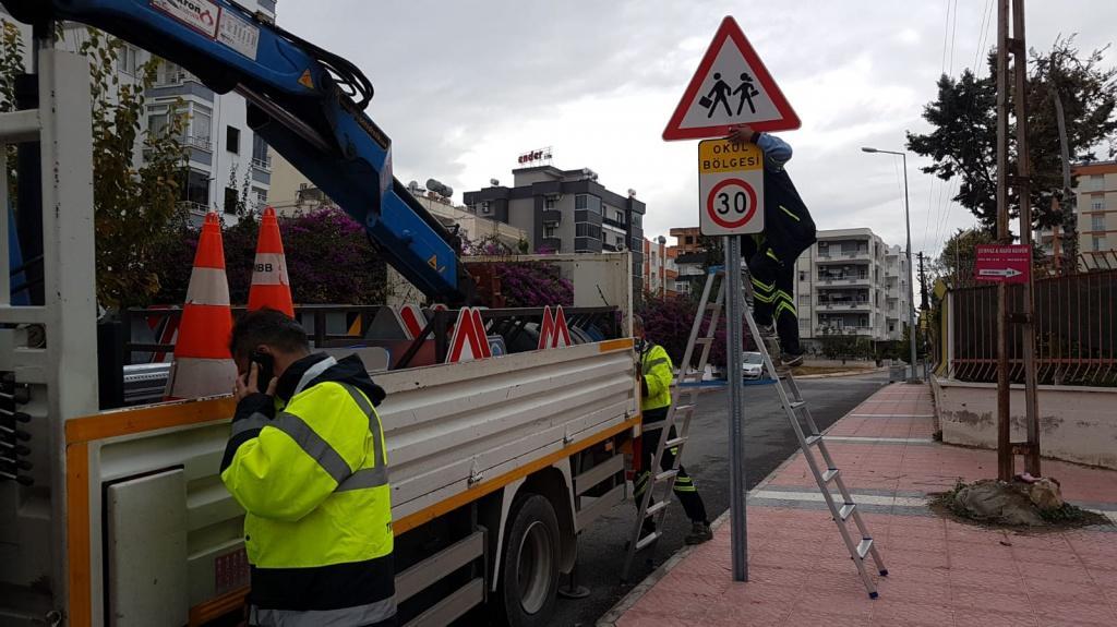 Mersin Buyuksehir Belediyesi Tarafindan Okul Yolumuza Trafik